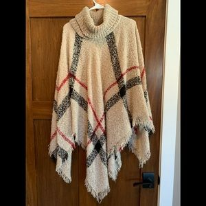 Sweaters - Sweater turtleneck poncho